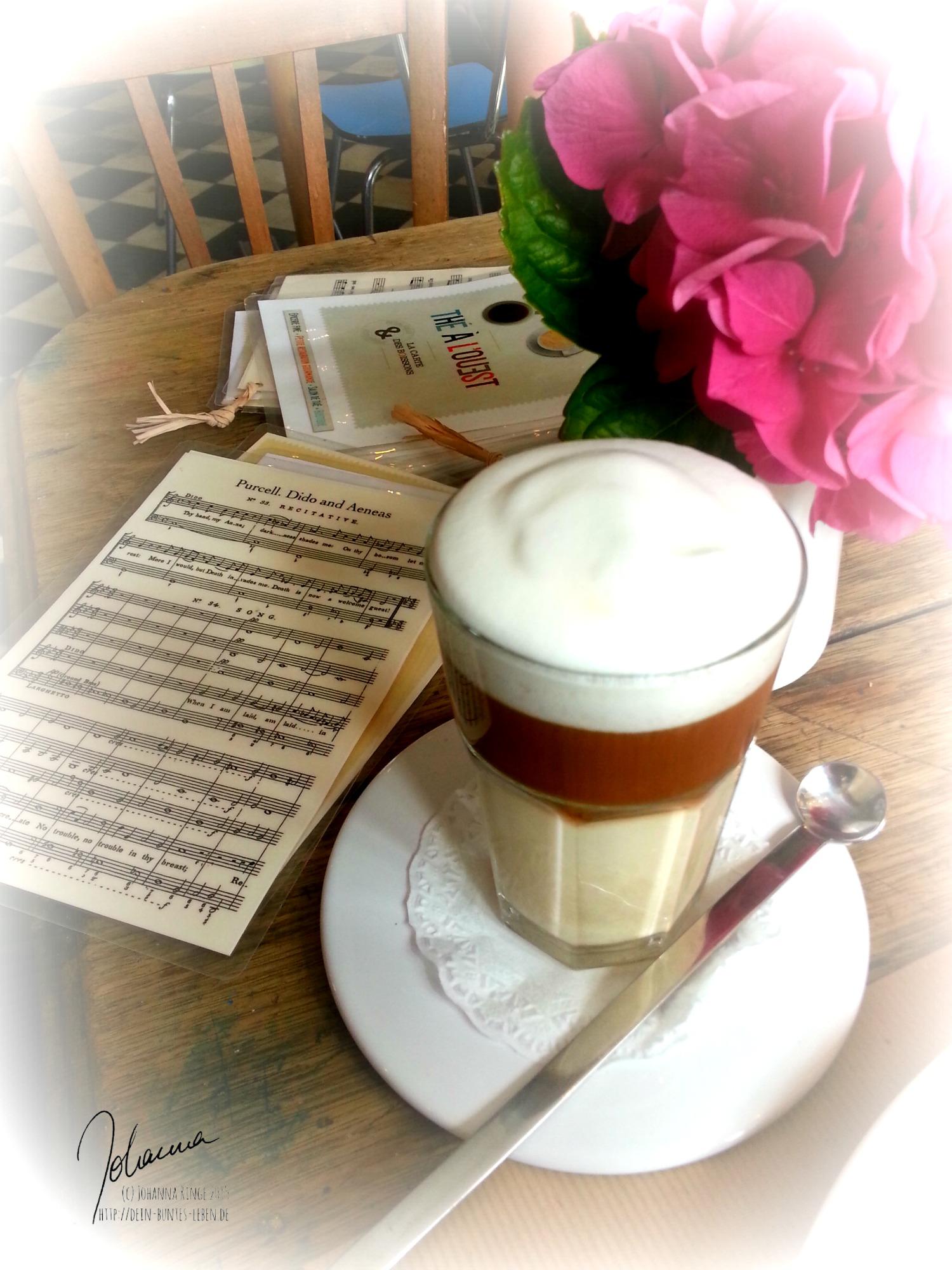 Im Café mit mir (c) Johanna Ringe