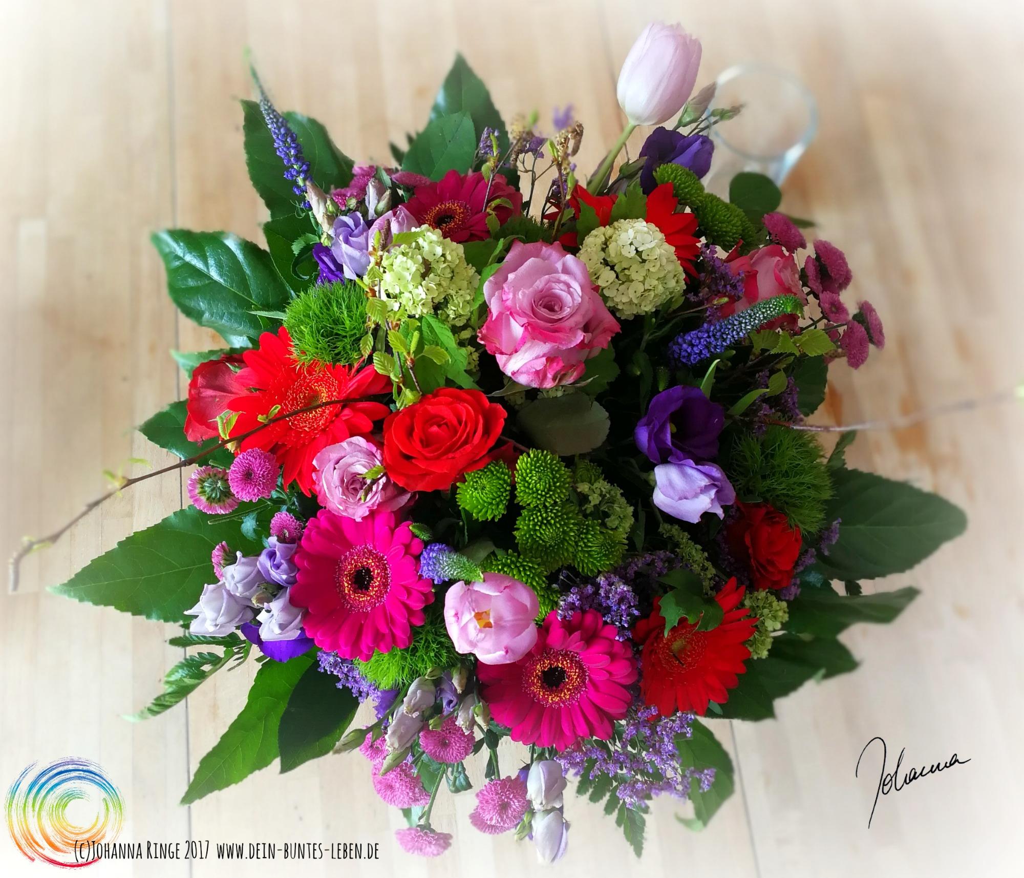 Blumenstrauss zum Geburtstag des bunten Blogs (c) Johanna Ringe 2017 www.dein-buntes-leben.de