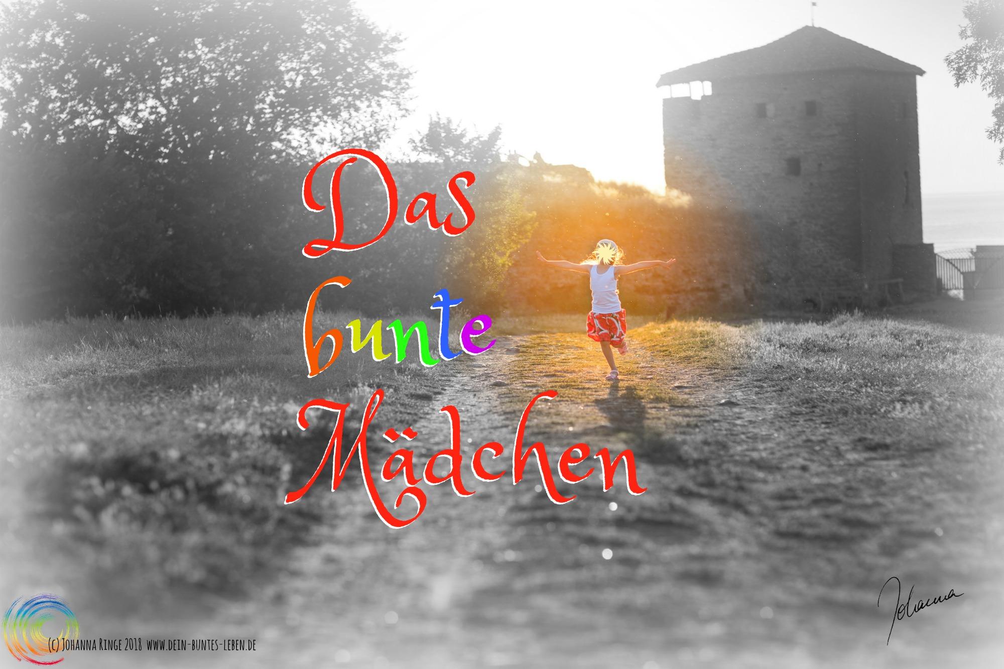 Text: Das bunte Mädchen auf einem Photo von einem in der Sonne tanzenden Mädchen (c)2018 Johanna Ringe www.dein-buntes-leben.de