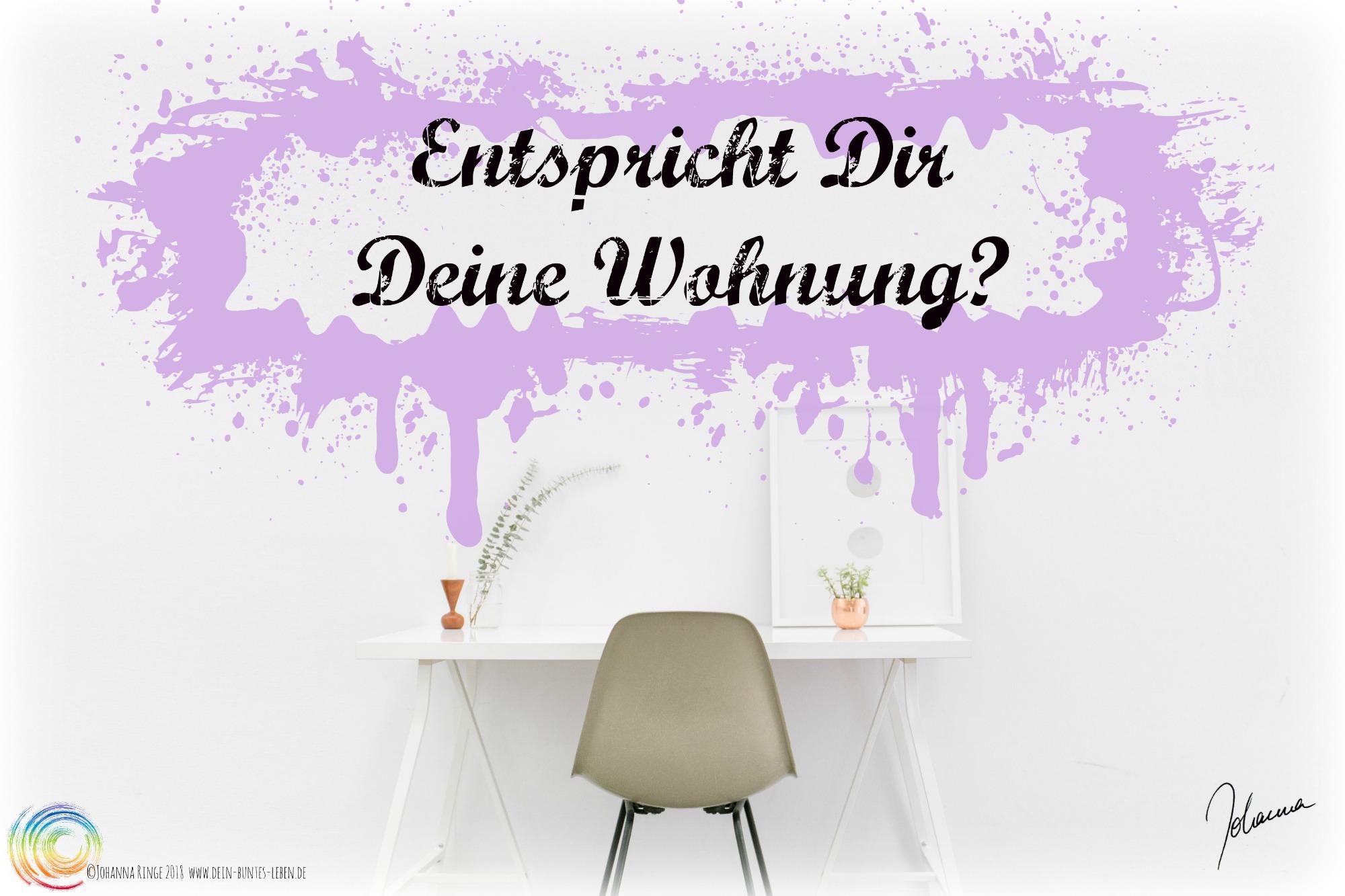 Entspricht Dir Deine Wohnung? Text auf Foto von Schreibtisch. ©Johanna Ringe 2018 www.dein-buntes-leben.de