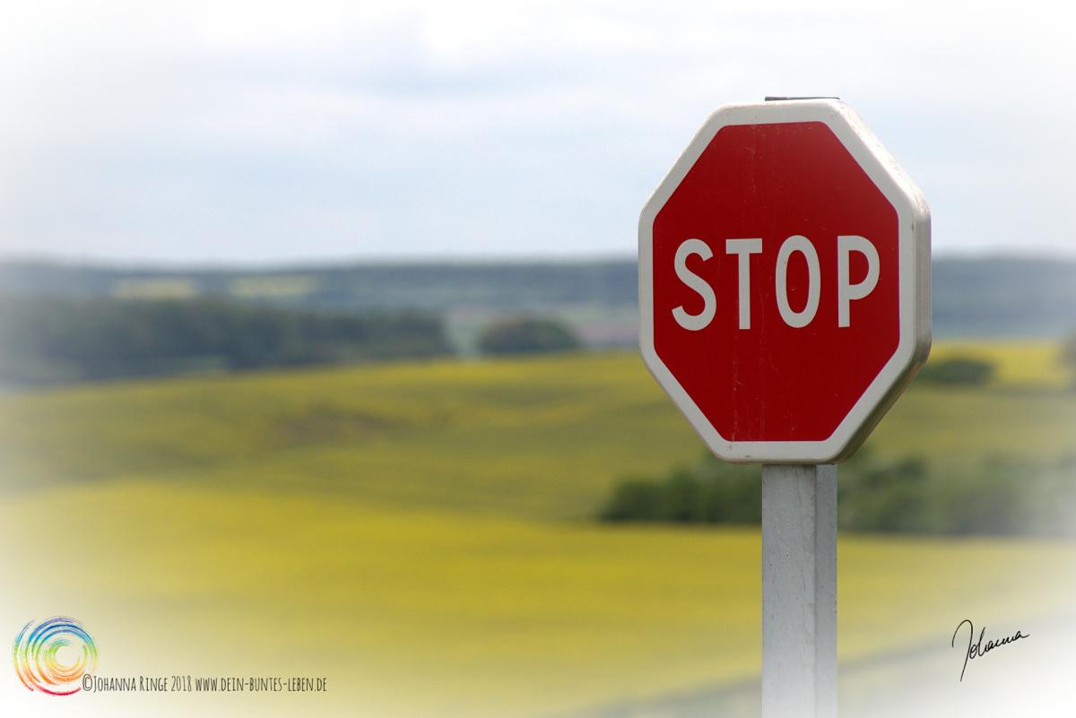 Foto von Stopschild als Symbol für den persönlichen Befriedigungspunkt der Vielbegabten. ©2018 Johanna Ringe www.dein-buntes-leben.de