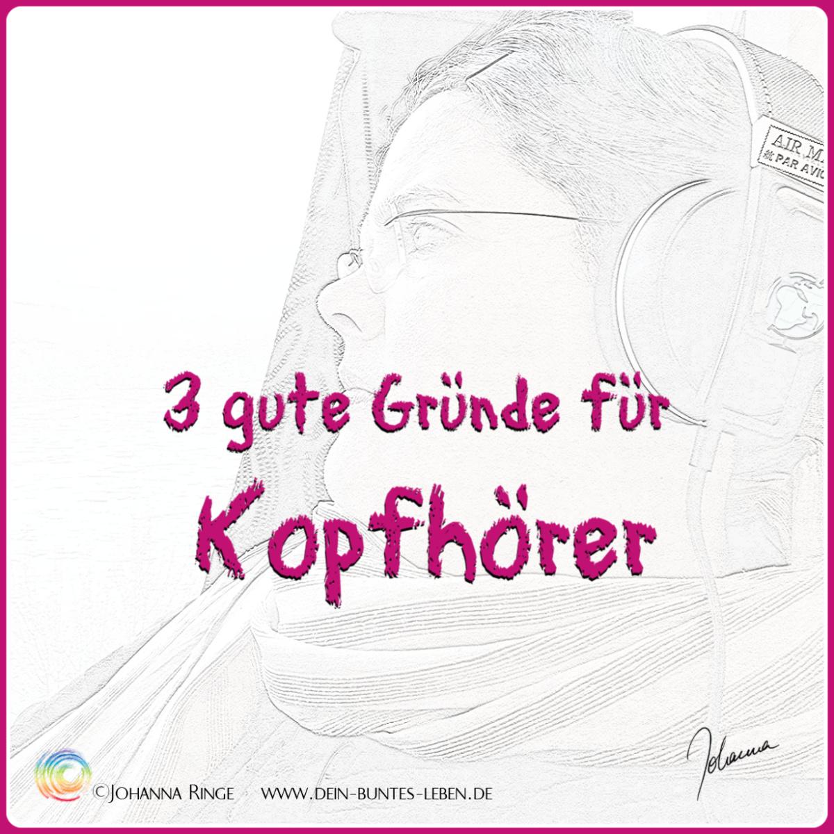 3 gute Gründe für Kopfhörer. Text über blassem Foto von J. mit Kopfhörer im Zug. ©Johanna Ringe 2019 www.dein-buntes-leben.de