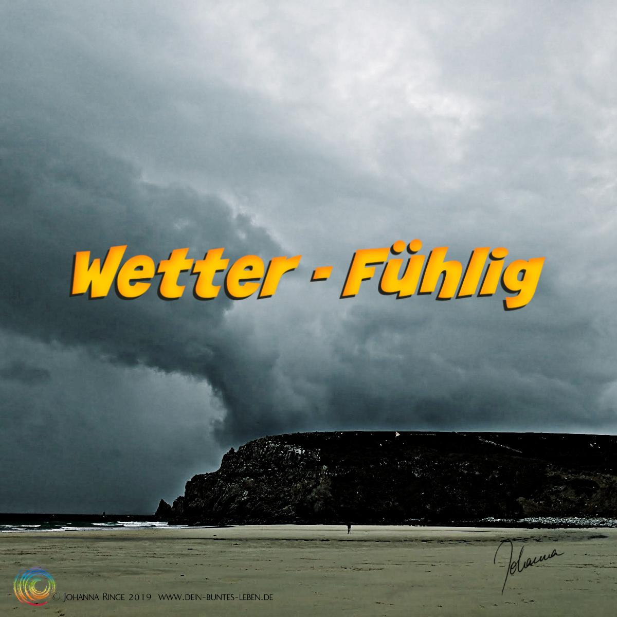 Wetter -fühlig: Text auf Photo von dunklem, wildem Wolkenhimmel. ©Johanna Ringe 2019 www.dein-buntes-leben.de