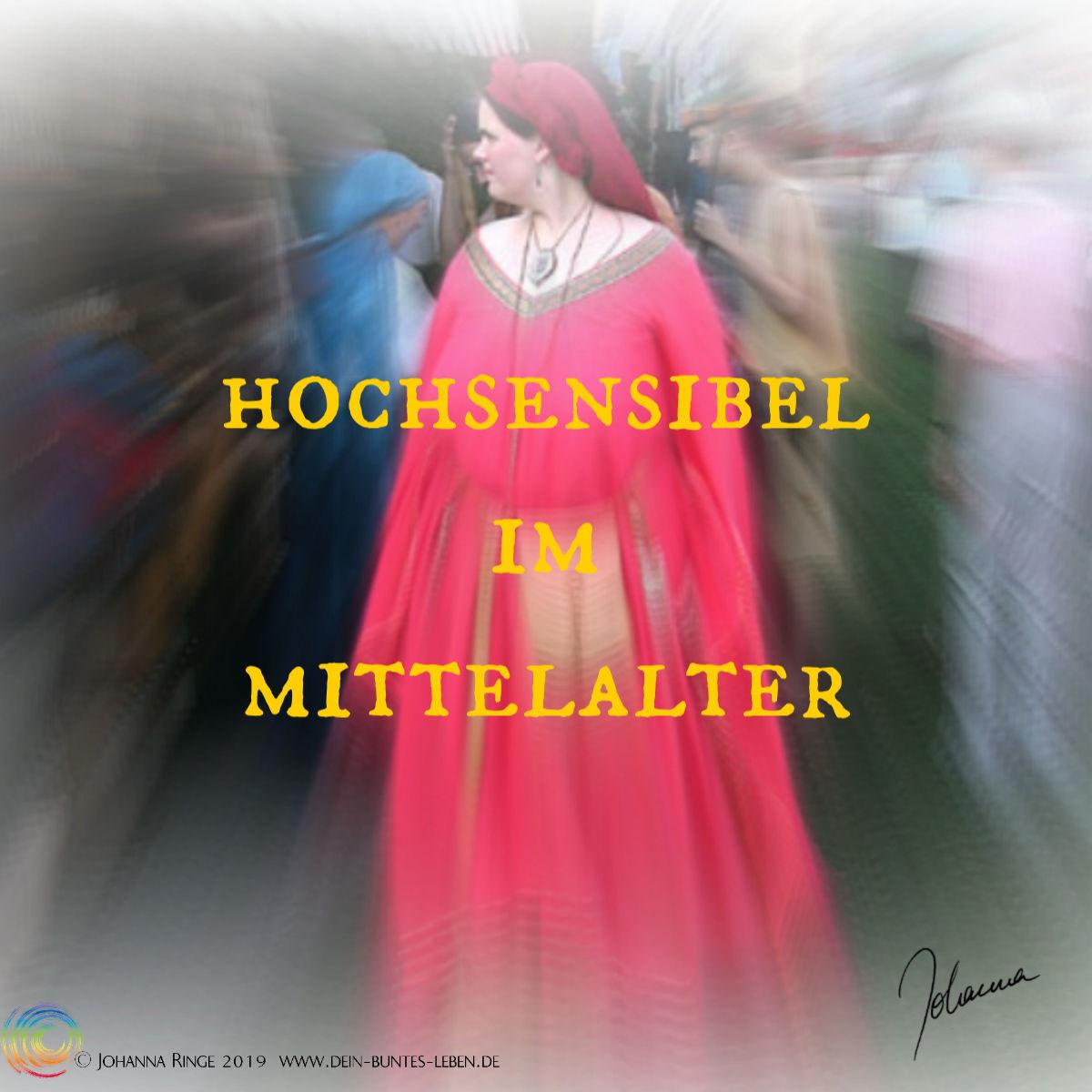 Frau in Mittelalter -licher Gewandung in einer Menschenmenge. ©Johanna Ringe 2019 www.dein-buntes-leben.de
