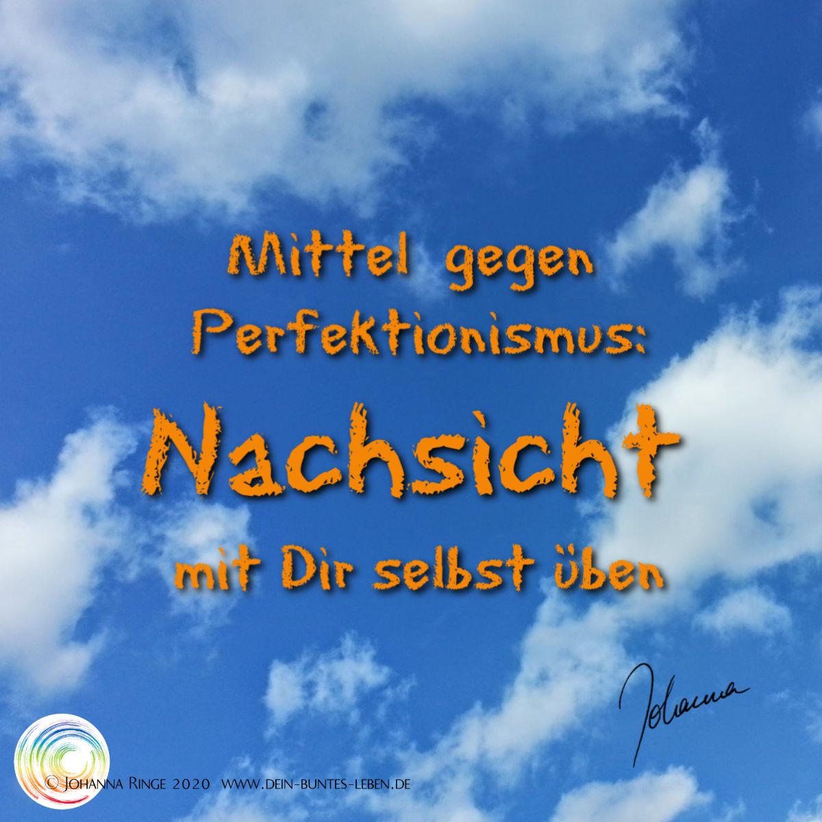Mittel gegen Perfektionismus: Nachsicht mit Dir selbst üben. (Text über blauem Himmel) ©Johanna Ringe 2020 www.dein-buntes-leben.de