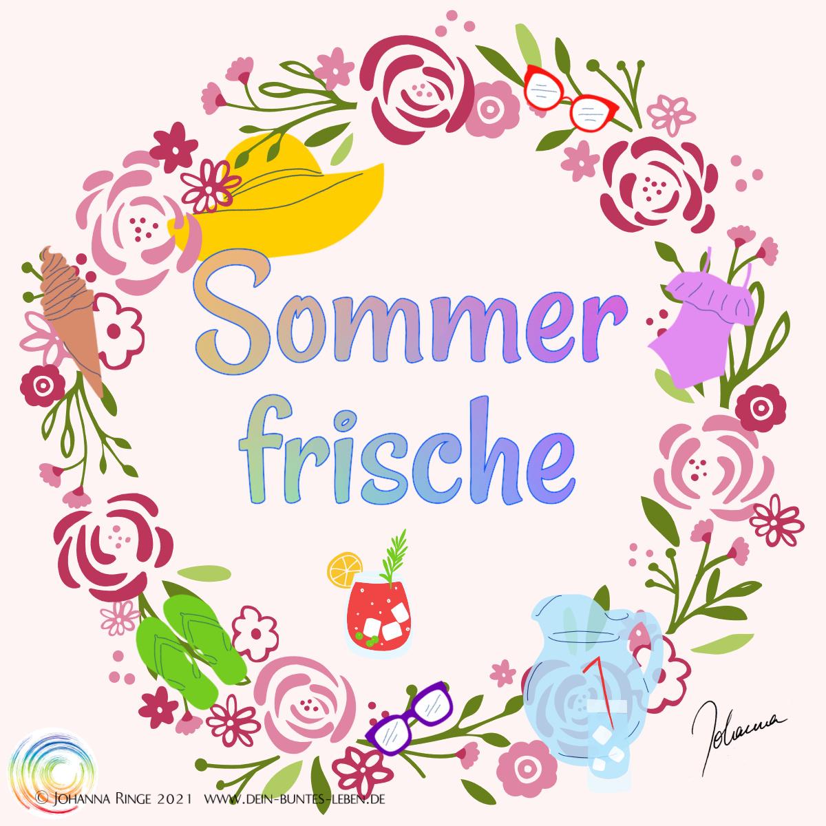Sommerfrische: Text in Blumenkranz mit Sonnenhut, Sonnenbrille, Wasserkrug, Limonadenglas, Badeanzug und Flipflops. ©Johanna Ringe 2021 www.dein-buntes-leben.de